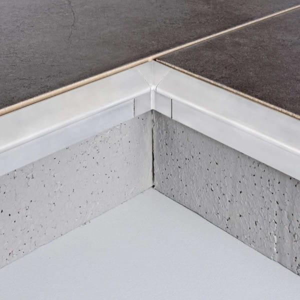 Detailfoto Innenecke Balkonwinkelprofil mit Tropfkante